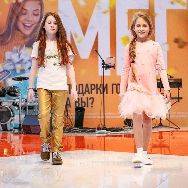 Полина и Руслана на показе в @mega_nsk, стилист @fil4ula #starkidsbackstages