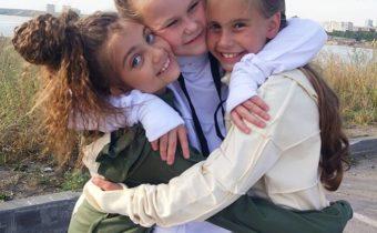 Кира, Аня, Маша на съёмке с @success_brend @eremeeva_photo #starkidsbackstages