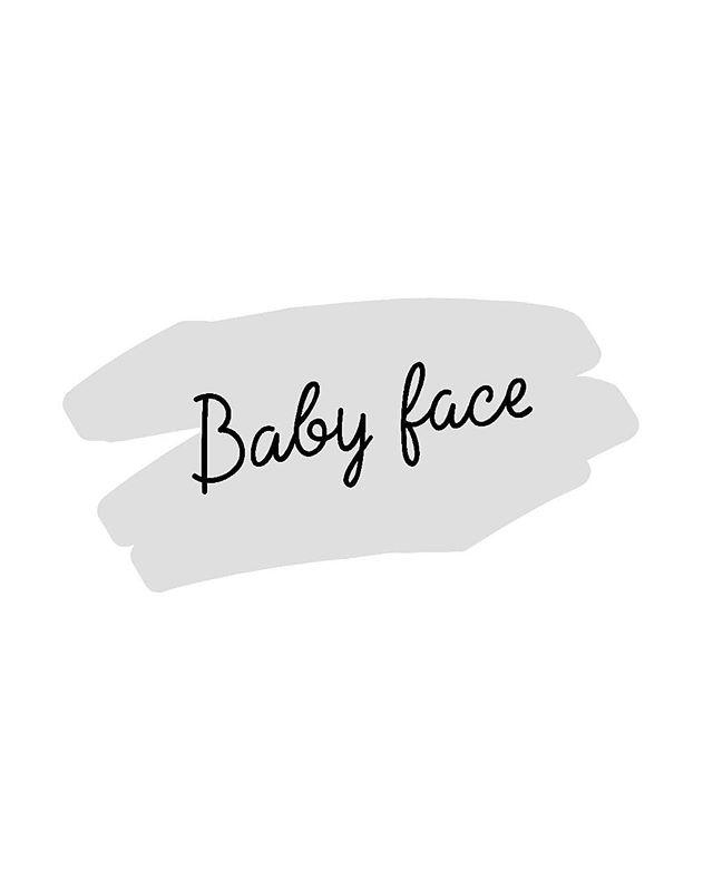 Когда визажисты колдуют на показах, это немножко магия!⠀Хоп, и щёчки стали румяные, и кожа засветилась, и реснички взлетели ️Макияж не заметен, но что-то точно изменилось!В этом волшебство baby face!⠀Для взрослых это вариант дневного макияжа и макияжа на съёмку, а для детей все же сценический образ, потому что в жизни они вообще не красятся :)⠀Большие глаза, пухлые губы, круглые щечки и сияющая кожа.  Милота!⠀Рецепт baby face от @nb_stilistnsk.⠀Используй:• лёгкие средства для коррекции синячков под глазами• хайлайтер для создания сияющей кожи• тушь для выразительных ресниц•свежие розовые или персиковые румяна•блеск для губ прозрачный либо естественных нежных оттенков.⠀Именно так Наташа готовила наших моделей на показы в @mega_nsk для #fashionactivist
